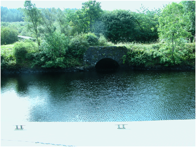 Water-waster on the Crinan Canal – used to help to maintain the water level in the canal at a constant depth.png