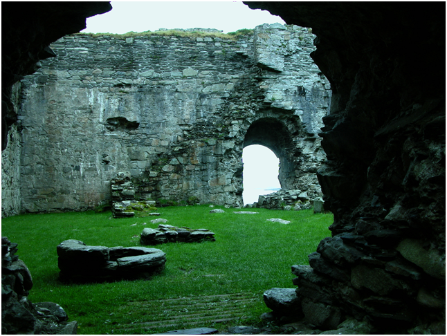 Interior of the main castle, with the castle well at bottom left..png