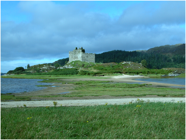 Castle Tioram – access via a causeway at most times, except on spring tides.png